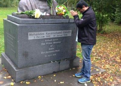 Gandhi-jayanthi-mahendar-doing-respects-to-gandhiji 001iashannover