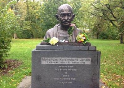 Gandhi-jayanthi-mahendar-doing-respects-to-gandhiji 002iashannover